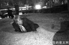 """北京的""""井底人"""" 住在黑暗里却不敢高声讲话"""