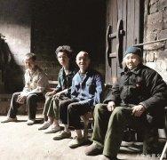 90多岁老太担心去世后3个傻儿无人照顾 存下3大缸稻谷