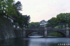 日本天皇的日常生活:上千人服侍 炒股补贴家用