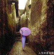 再读读《雨巷》