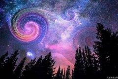 每当我在深秋独自仰望一片星空的时候