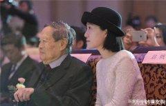 98岁的杨振宁,是如何称呼翁帆的父母?尽显高情商