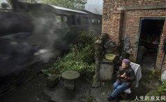 中国最后一台窄轨蒸汽火车,文艺到爆!